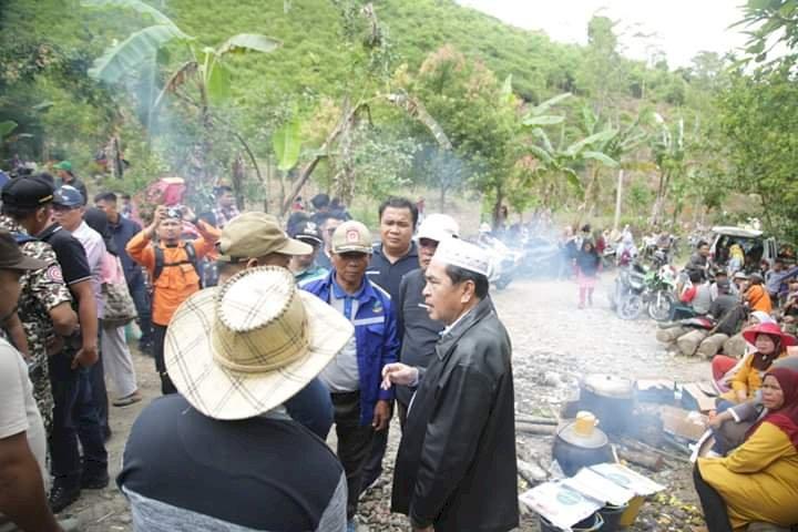 Prihatin, Wako AJB Turut Bantu Pencarian Warga di Danau Kaco