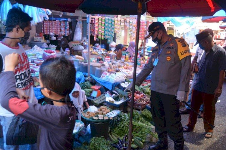 Pantau Pasar Tradisional, Kapolres Bungo: Yuk! Jaga Jarak, Gunakan Masker Saat Jualan
