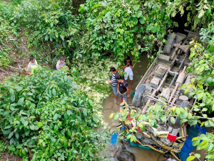 Rem Blong, Truck Pembawa Sayur Ini Terjun ke Jurang