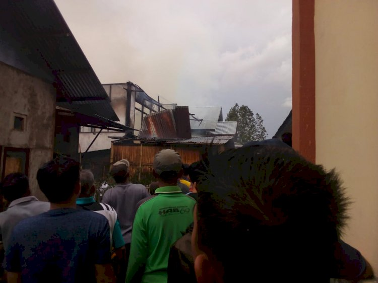 Heboh, 2 Rumah di Pondokberingin Kerinci Terbakar