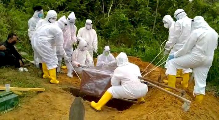 Meninggal Dunia Saat Melahirkan, PDP Asal Muarojambi Ini Dikuburkan dengan Protap Covid-19