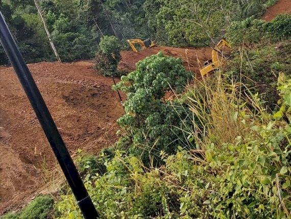 Hati-hati, Jalan Kerinci-Bangko Longsor, Petugas Berlakukan Buka Tutup