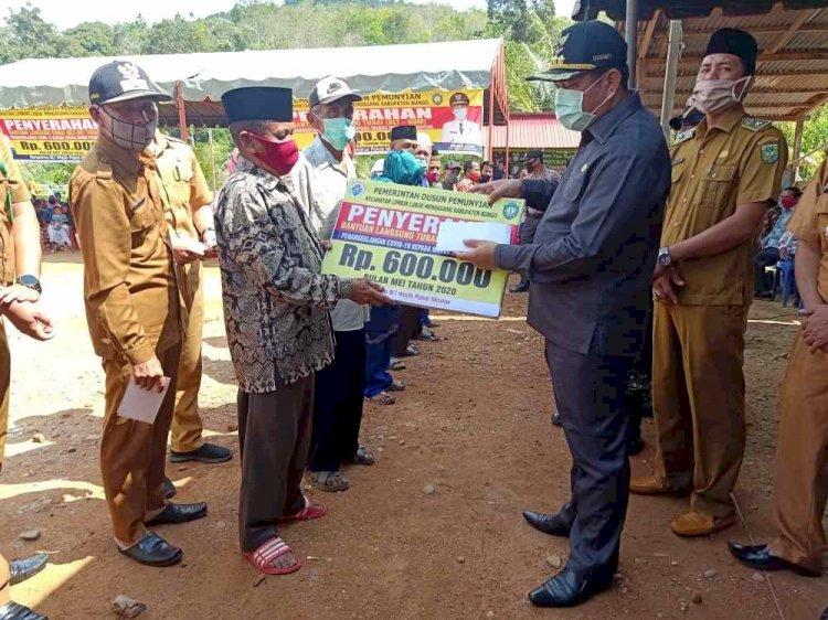 Tanggap Darurat COVID-19, Bupati Mashuri Serahkan Dana BLT Tahap II di Dusun Pemunyian