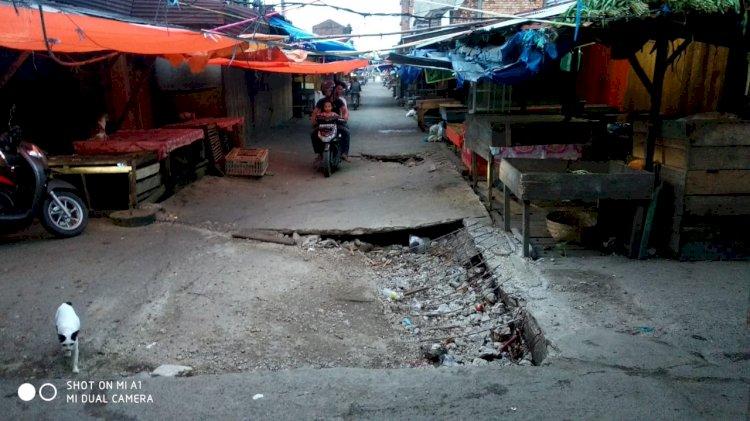 Miris, Jalan di Pasar Tanggaraja Ilir Tanjab Barat Ambruk