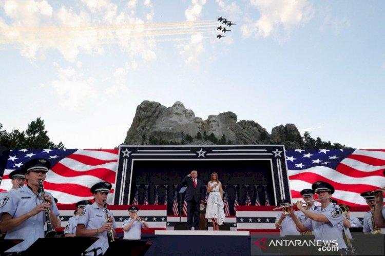"""Trump Bersumpah Lagi Kalahkan """"Kiri Radikal"""" dalam Pidato Kemerdekaan"""