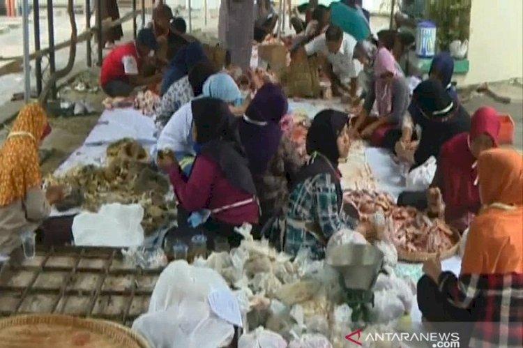 BPOM Larang Penggunaan Plastik Hitam Pembungkus Daging Kurban