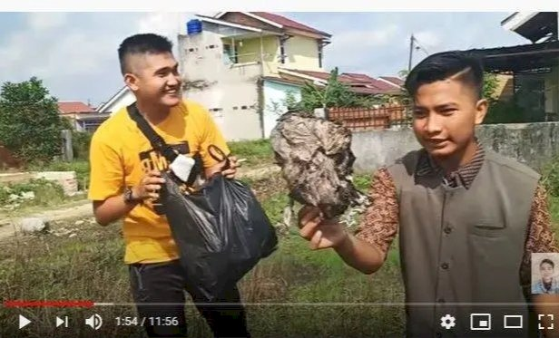 YouTuber Ini Prank Bagi Daging Kurban Berisi Sampah, Korban: Bohong Kamu Masih Muda Tipu Orangtua