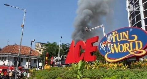 Kebakaran di Pasar Blauran Surabaya, Asap Membumbung Tinggi