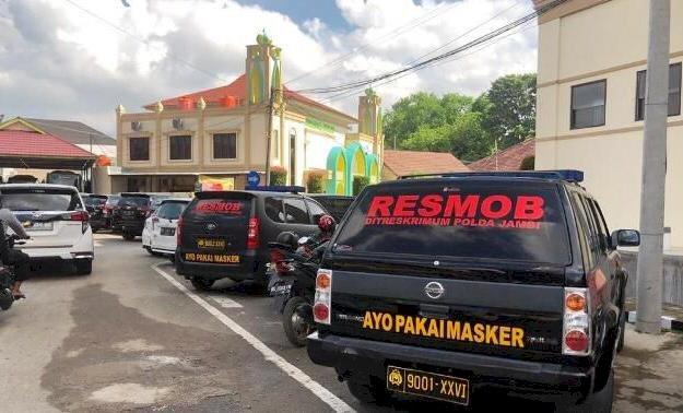 Kampanyekan Protokol Kesehatan, Polda Jambi Pasang Stiker Ayo Pakai Masker di Mobil Dinas