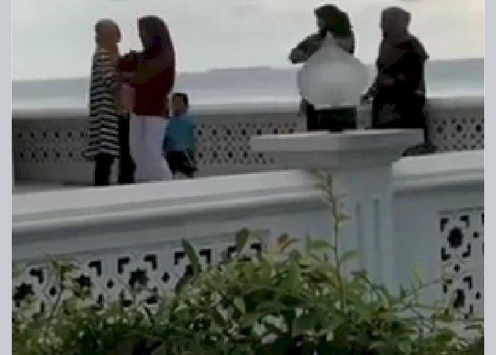 Viral Dua Cewek Joget di Masjid Ikon Wisata Halal Sumbar, MUI: Ruang Publik Dihebohkan Krisis Moral