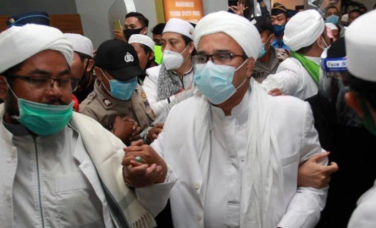 Rizieq Shihab Tak Cocok Disebut Habib, Cak Nun: Saya Manggilnya Syarif