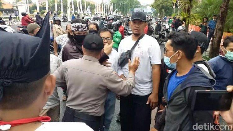 Aksi Damai Tolak FPI di Surabaya Berujung Aksi Pukul
