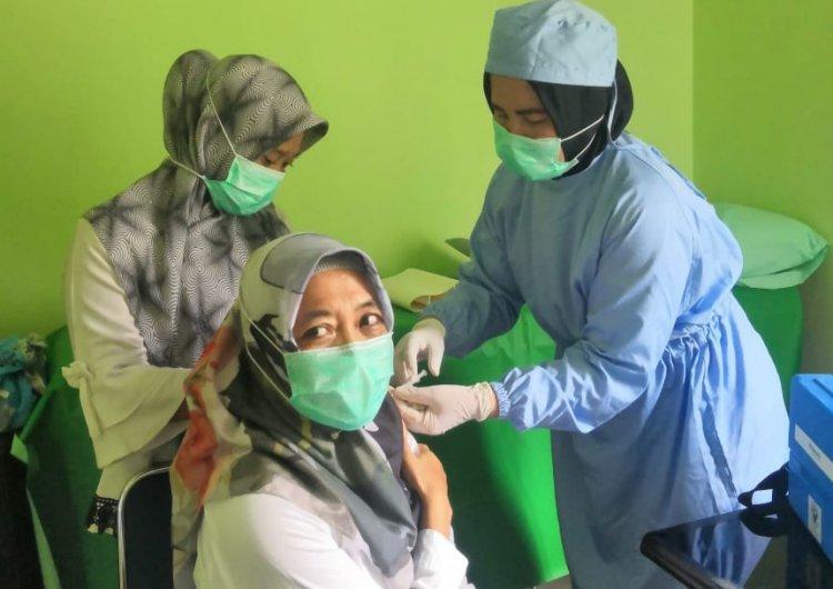 Di Muarojambi Sudah 866 Tenaga Kesehatan yang Divaksin