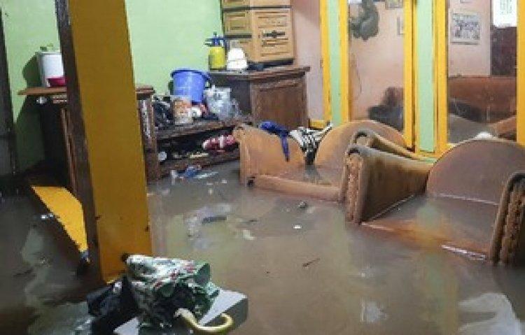 Jakarta Banjir Lagi, Tigor: Apakah Penderitaan Warga Ini Dirasakan Gubernur Anies Baswedan?