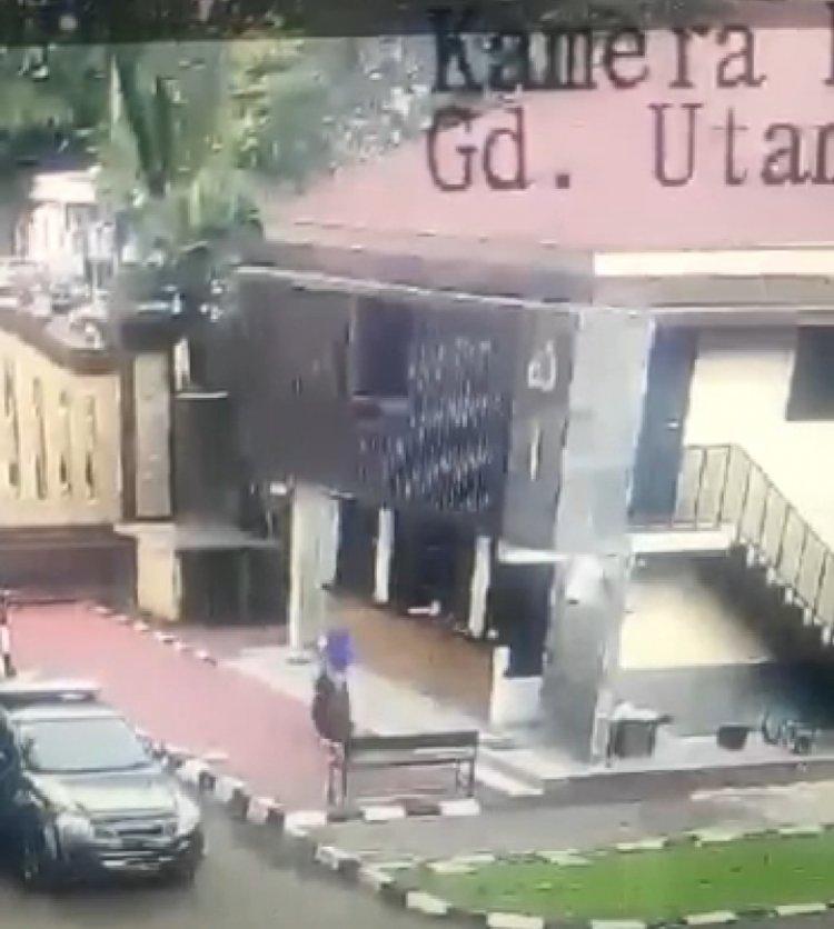 Mabes Polri Diserang, Polisi Tembak Pelaku Hingga Tersungkur