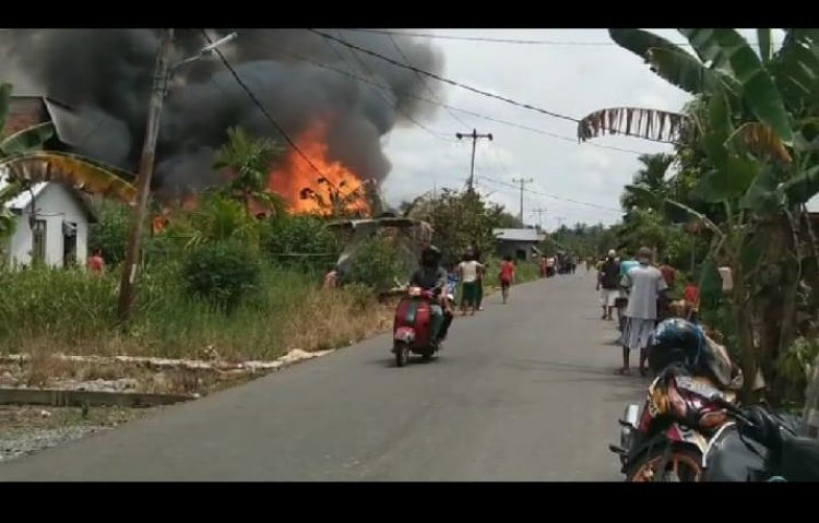Kebakaran Hebat Terjadi di Tungkal Ilir, 3 Rumah dan 2 Sepeda Motor Terbakar