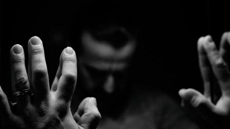 Eks Pramugara Ini Curhat di Medsos, Ngaku Dilecehkan Pria Make Up Artis Ternama