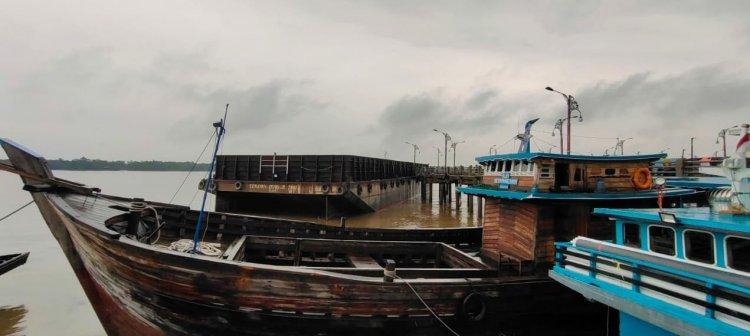 Breaking News!!! Kapal Tongkang Tabrak Jembatan WFC Kualatungkal, Sejumlah Kapal Rusak Parah