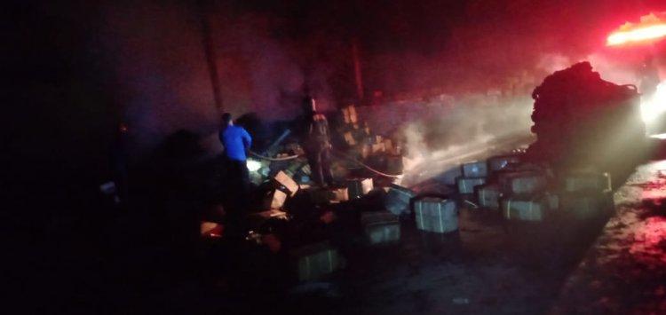 Baru Saja!!!Pabrik Arang Briket di Muarojambi Terbakar