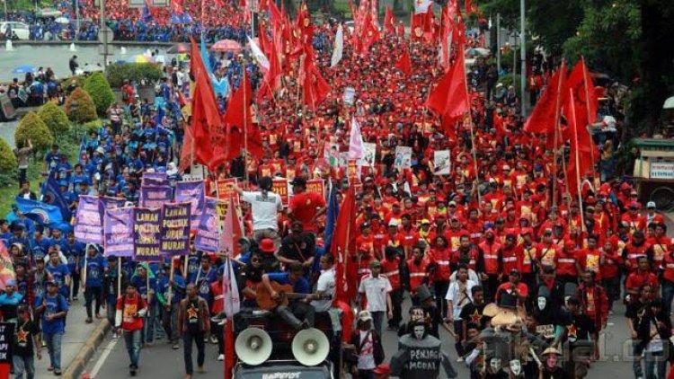 Aksi Unjuk Rasa, Buruh Tagih THR dan Minta Cabut UU Ciptaker