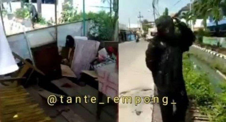 Viral Warung Ambruk dan Pembeli Nyemplung ke Got, Netizen: Azab Berbuka di Siang Bolong!