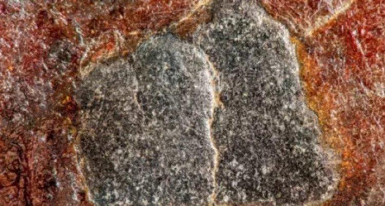 Arab Saudi Rilis Foto Detil Batu Hajar Aswad, dan Ini Penampakannya