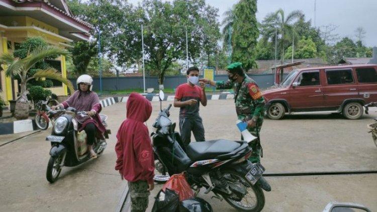 Tebo Masih Zona Oranye, Babinsa Agus: Kita Ingatkan Masyarakat Gunakan Masker!