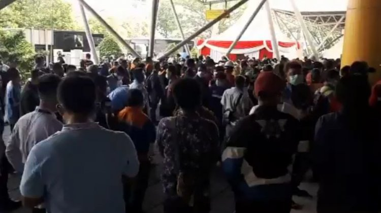 Viral! Video Kerumunan Divaksin Usai Jokowi Tinjau di Tanjung Priok, Istana: Saat Pembagian Sepeda Dilakukan Tertib