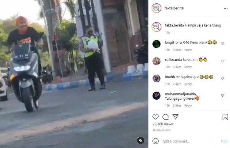 Viral dan Kocak! Polisi Ini Niatnya Mau Menilang, Namun Malah 'Kena Prank'