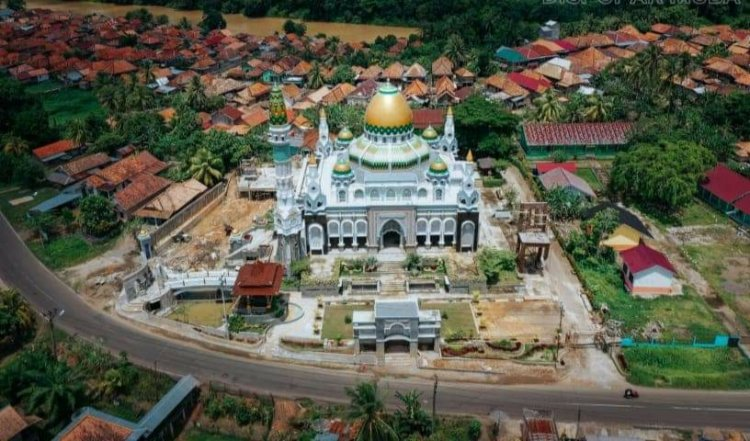 Viral Masjid Megah di Tengah Desa di Kabupaten Muba, Siapa Pendirinya?