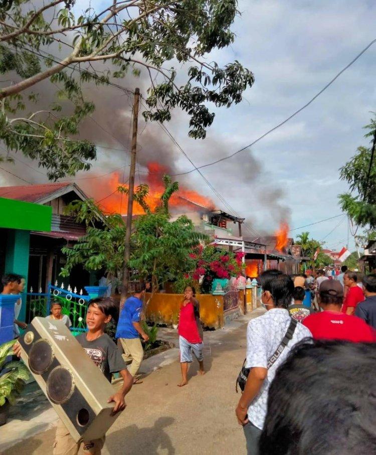 Heboh, 6 Bedeng & 3 Rumah Warga di Tanjab Barat Hangus Terbakar