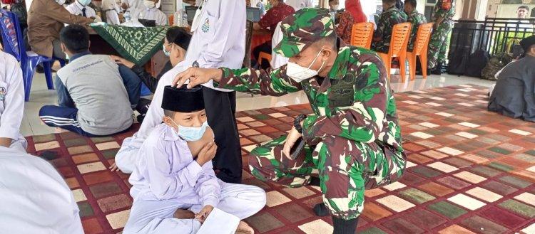 Kodim 0416/Bute Gelar Vaksinasi di Pondok Pesantren Diniyyah Al-Azhar Bungo Jambi, Dandim: Ayo Nak Semangat!