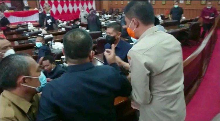 Sidang Paripurna, Anggota DPRD Provinsi Jambi Nyaris Baku Hantam, Ketua: Biasa Saja, itu....!