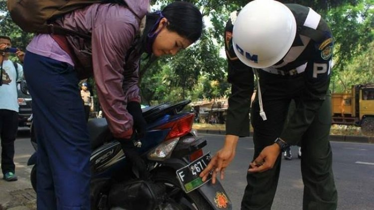 Marak Warga Sipil Pakai Stiker TNI di Pelat Nomor Kendaraan, Bebas Tilang?
