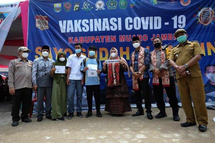 Ketua DPRD Muarojambi Dampingi Bupati Tinjau Pelaksanaan Vaksin di Sungai Bahar