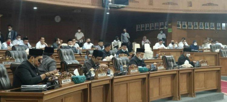 Wakil Ketua Ahmad Haikal Pimpin Paripurna Pandangan Fraksi Tentang Ranperda Perubahan APBD 2021
