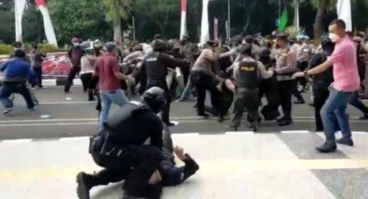 Duh! Oknum Polisi Banting Mahasiswa Hingga Kejang-kejang dalam Demo HUT Tangerang ke-389