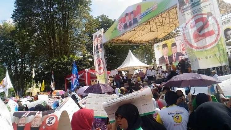 Massa Pendukung Fasha-Maulana Tumpah Ruah di GOR Kotabaru