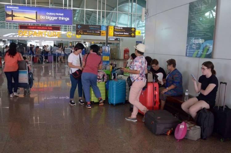 Bandara Ngurah Rai Ditutup hingga Pukul 19.00 Wita karena Dampak  Dari Abu Vulkanik