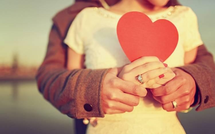 """5 Kalimat Ini Maknanya Lebih Dalam dari """"I Love You"""""""