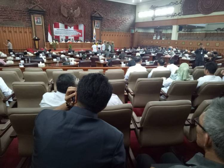 Molor 2 Jam, Rapat Paripurna  Pandangan Umum DPRD Dipimpin Syahbandar