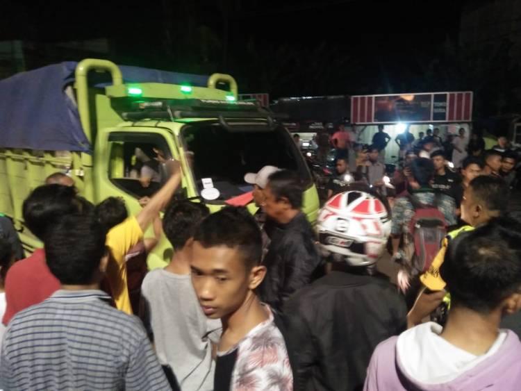 BREAKING NEWS!! Puluhan Mahasiswa HMI Jambi Hadang Jalan Hentikan Truk Batu Bara