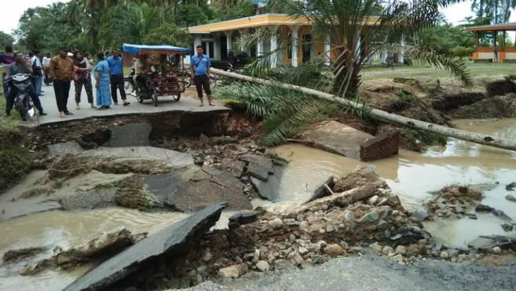 Belajar di Kelas Sembilan Siswa Mandailing Natal Tewas Diterjang Banjir Bandang