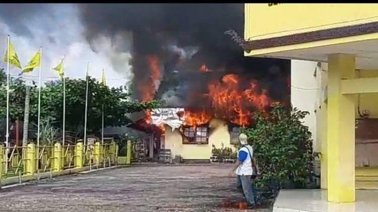 Kantor Golkar Palangka Raya Terbakar Hebat