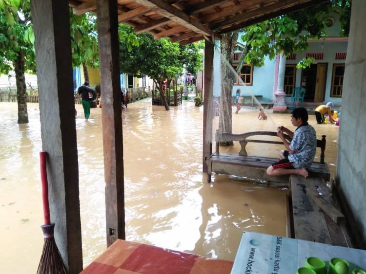 BREAKING NEWS!! Puluhan Rumah Kampung Penual Bungo Terendam Banjir