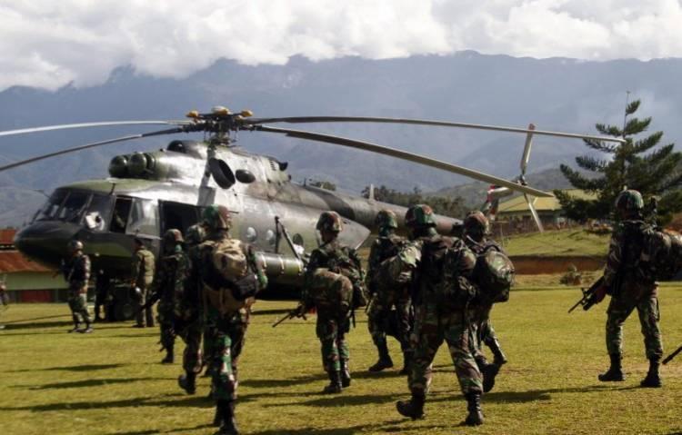 Aparat Evakuasi 15 Jenazah Karyawan Istaka dari Yigi