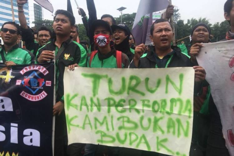 Terkejut! Prabowo Dengarkan Curhat Pengojek Daring