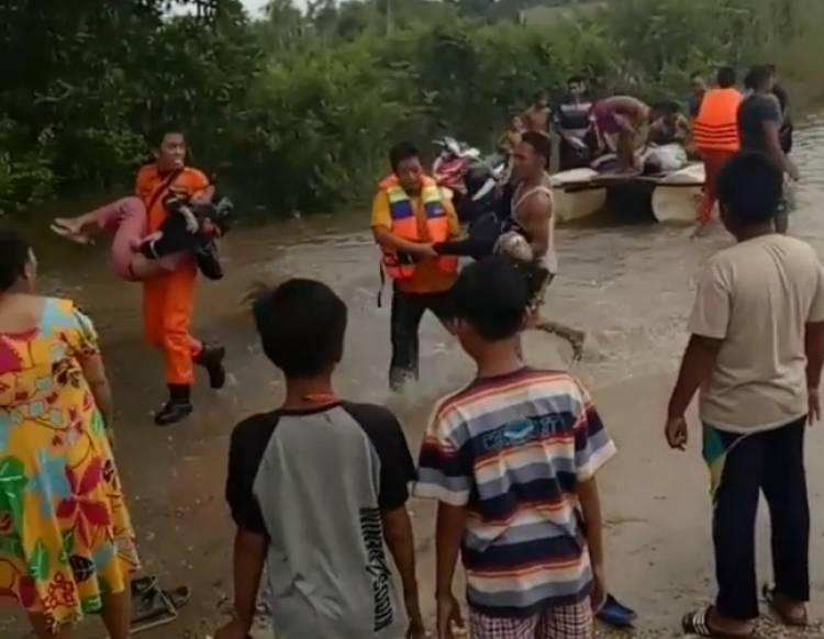 Mobil Triton Hanyut, Camat Jangkat Timur Kritis & Tiga Penumpang Tewas