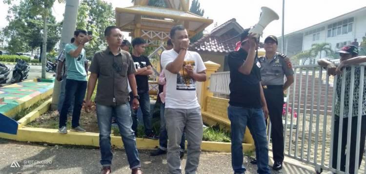 Gabungan Ormas Demo PUPR Bungo, Beberapa Proyek Diduga Syarat Korupsi