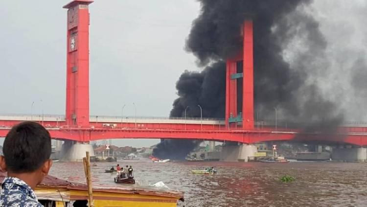 Pertamina Bantah, Kebakaran Kapal Angkut BBM di Ampera Bukan Milik Perusahaan